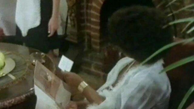 Սեքս առանց գրանցման  19-ամյա աղջիկը մերկապարուհի չէ,նա Անիմե ֆեմդոմ ստանում է մատը: