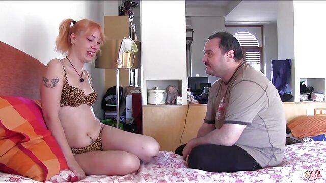 Սեքս առանց գրանցման  Pissing pissing վրա անկողնում առջեւ նրան. հրեշ սեքս Անիմե